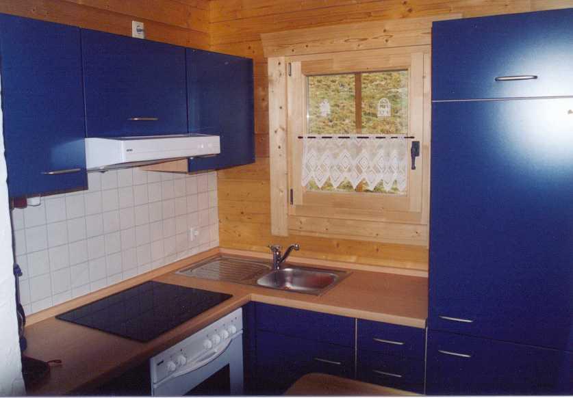 mit gefrierfach 4 plattenherd mit backr hre dunstabzug toaster und. Black Bedroom Furniture Sets. Home Design Ideas